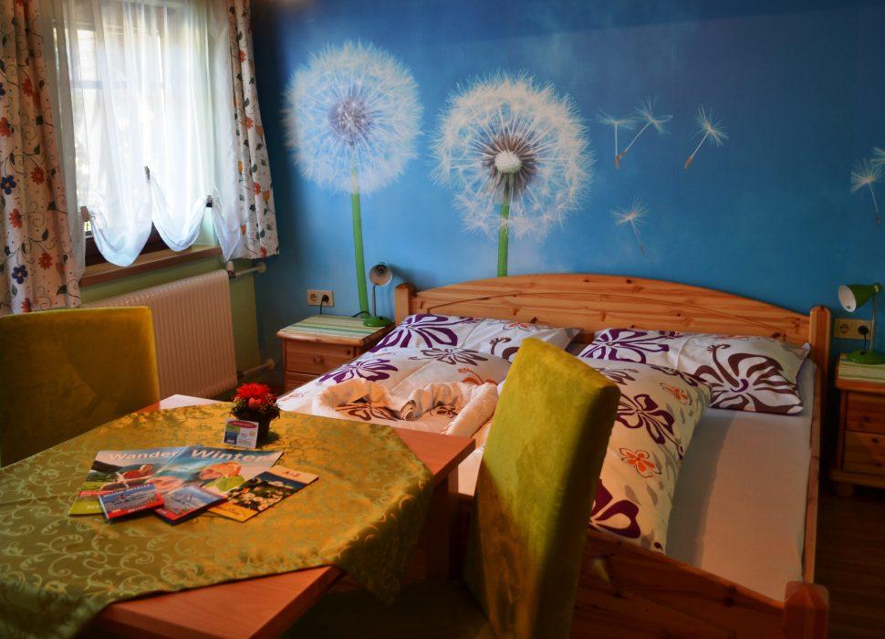 Image: Mit Doppelbett und Balkon