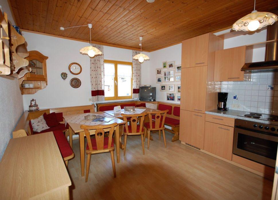 Image: Groß, gemütlich und sehr gut ausgestattet die Wohnküche im Erdgeschoss.